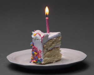 tarta y vela de cumpleaños