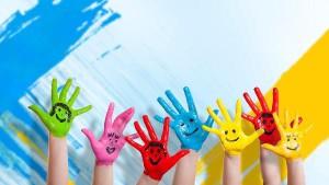 manos colores niños
