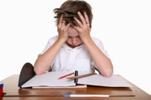 Niño estresado banco imagenes