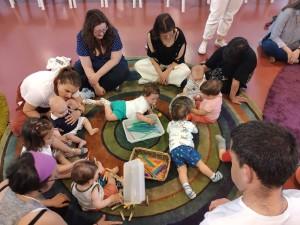 Cursos de estimulación temprana para madres y bebés