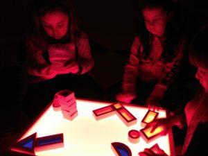 Aprendizaje con juegos y talleres para niños
