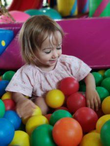 bebés y desarrollo cognitivo mediante juegos