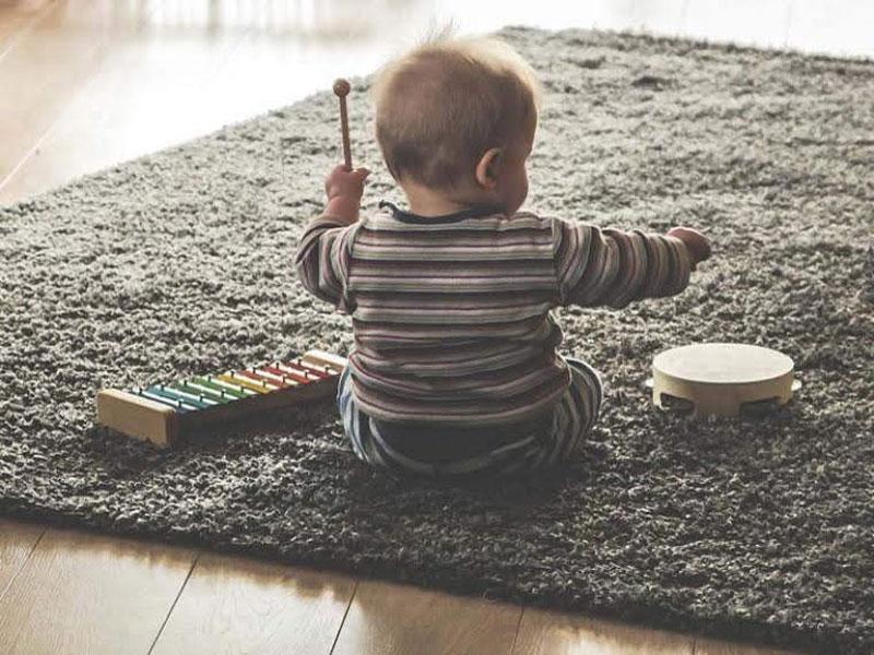 Bebés y desarrollo temprano con música